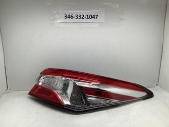 2018 2020 Toyota Camry right tail light for Sale in Houston,  TX