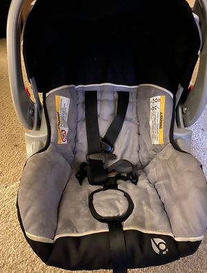 Baby Trend 2 car seats 2 bases one stroller for Sale in Hayward, CA