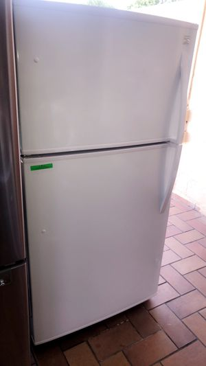 KENMORE WHITE TOP AND BOTTOM BRAND NEW WITH WARRANTY. NEVERA NUEVA SIN USAR KENMORE CON GARANTÍA for Sale in Hialeah, FL