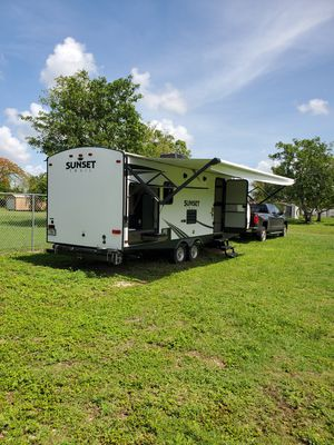 2019 Sunset Trail Super Light Travel Trailer for Sale in Miami, FL