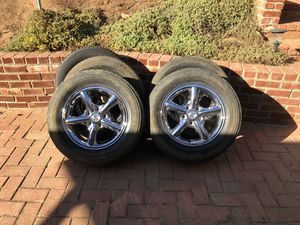 Chrome Jeep Wheels and tires for Sale in El Cajon, CA