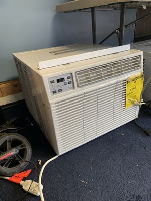 17600 btu GE AC/ heater in one window unit for Sale in Baltimore, MD