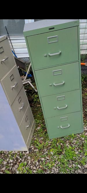 Old office max and other brand filing cabinets 4 drawers. for Sale in Blountville, TN