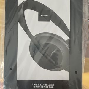 Bose Noise Canceling Headphones 700 for Sale in Minneapolis, MN