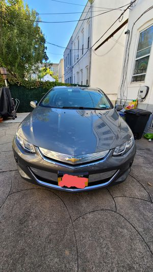 2017 Chevy volt plug in hybrid for Sale in Brooklyn, NY