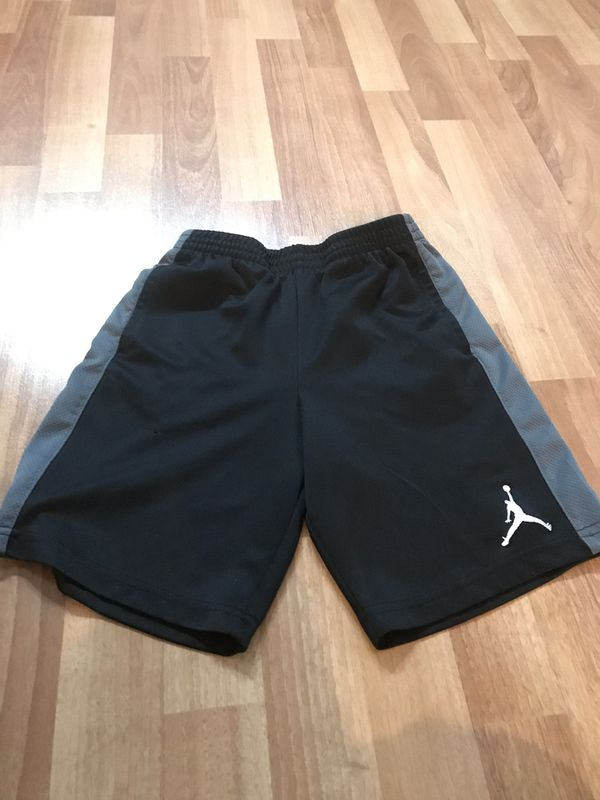 SIZE 6 -8 BOYS 12 PIECES OF CLOTHING FOR $18