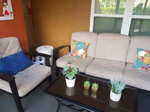 Outdoor Patio furniture set with table for Sale in Orlando, FL