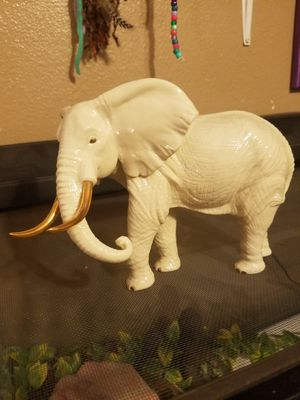 Authentic Lenox 1996 White Porcelain Elephant Figurine with Stunning Gold Accents for Sale in Hesperia, CA