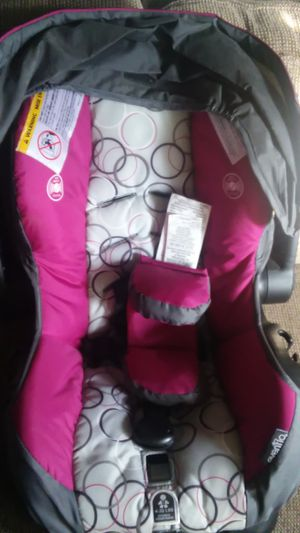 Purple white grey circle girl car seat great condition never been used for Sale in Hoquiam, WA