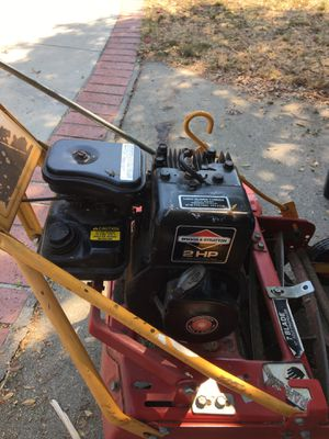 The clean front Throw lawn mower for Sale in Whittier, CA