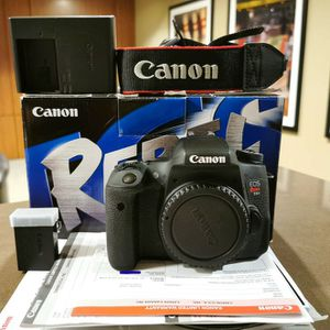 Canon EOS T6s / EOS 760D with Grip and extra battery Excellent condition for Sale in Seattle, WA
