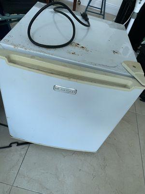 Used fridge gets cold for Sale in Miami, FL