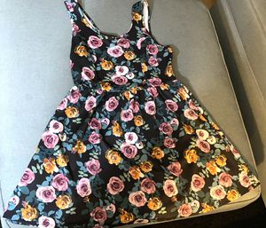 Floral / Rose Dress (Forever 21 - size 0X/Large/Xl) for Sale in Redwood City, CA