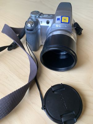 Sony Super SteadyShot DSC-H2 digital camera with Carl Zeiss lens for Sale in Los Angeles, CA