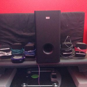 Eva surround sound and roku for Sale in Hialeah, FL