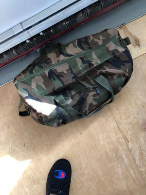 Everest camp duffle bag for Sale in Central Falls, RI