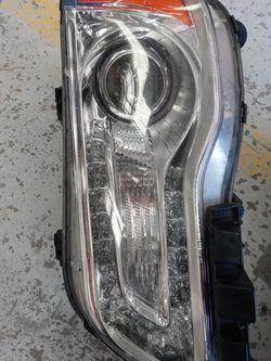 Chrysler 300 Left Headlamp for Sale in San Antonio,  TX