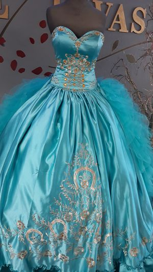 New quinceanera dress size medium for Sale in San Leandro, CA