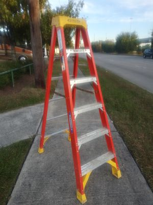 USED.... WERNER 6' FIBERGLASS LADDER 6206 for Sale in Houston, TX