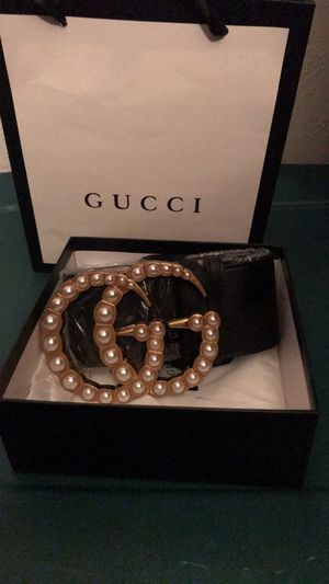 Women's Gold Gucci Belt with pearl finish ( box included and bag) for Sale in Arlington, TX
