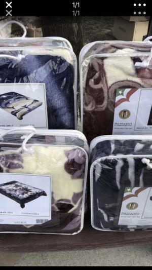 4 cobijas Nuevas delgadas for Sale in El Monte, CA