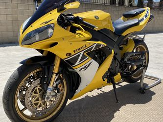 2006 YAMAHA YZF-R1 LIMITED EDITION 50TH ANNIVERSARY. 1 OUT OF 500 MADE! COLLECTIBLE & VERY RARE. LOW MILES. FORGED MERCHESINI RIMS & OHLINE SUSPENSION for Sale in Los Angeles,  CA