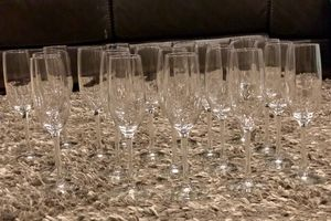 "19 - 9"" champagne flutes- used once at wedding for Sale in Federal Way, WA"