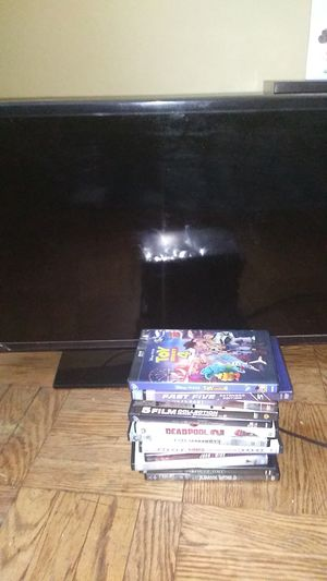 Used but in good condition 32 inch tv includes 12movies for Sale in Jersey City, NJ