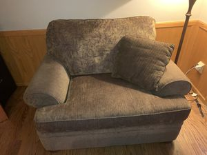 Brown oversized chair with matching ottoman for Sale in Issaquah, WA