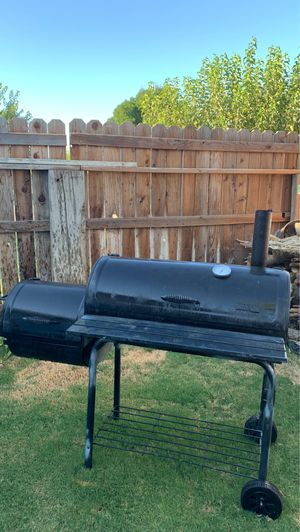 BBQ grill and smoker for Sale in Lemoore, CA