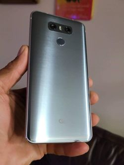 LG G6 Thinq Boots Mobile Crack Screen But Perfect Work Condition. $30 Firm for Sale in Las Vegas,  NV