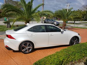 Lexus is 300, year 2018 for Sale in Miami Gardens, FL