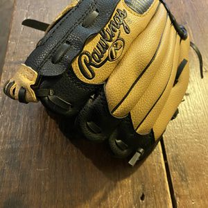 RAWLINGS LEFT HAND PL609C BASEBALL GLOVE for Sale in Simpsonville, SC