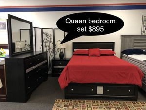 Brand new Solid Queen bedroom set with Drawers in the bed frame for Sale in Fresno, CA
