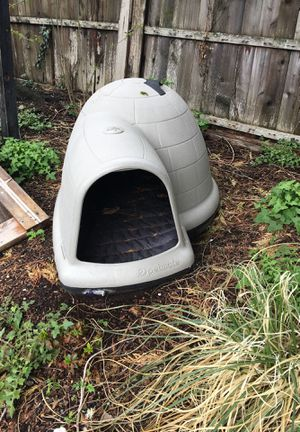 Petmate Large Dog House for Sale in Snoqualmie, WA