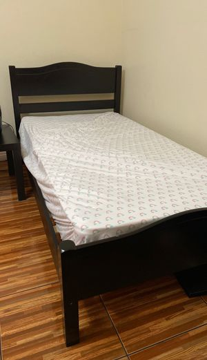 Bed twin size for Sale in Azusa, CA