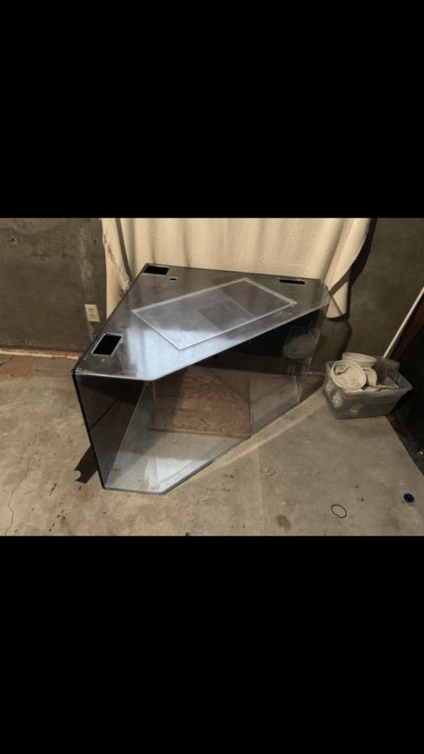 Fish tank 90 gallon Saltwater come with sump