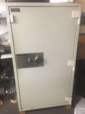 2 safes for free! for Sale in Chicago, IL