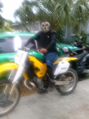 Dirt bike 98 Suzuki two-stroke Racing fast for Sale in Gulfport, FL