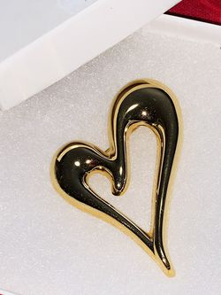 MONET GOLD PLATED LARGE PUFFED HEART BROOCHE w/ Gift Box HALLMARKED MONET ORIGINAL for Sale in Quincy,  MA