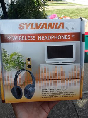 Wireless headphones for Sale in Euclid, OH