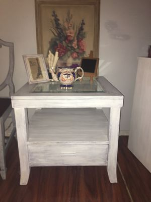 A white shabby chic end table for Sale in Clearwater, FL