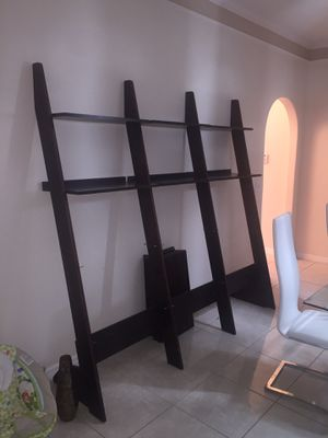 Wood ladder shelf (tablillero de 12 espacios) for Sale in Kissimmee, FL