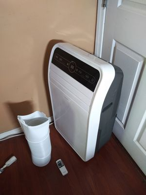 AC PORTABLE INSIGNIA 10,000 BTU WORKS PERFECTLY NICE AND CLEAN,COMES WITH EXHAUST TUBE AND REMOTE CONTROL ECONOMIC for Sale in Los Angeles, CA