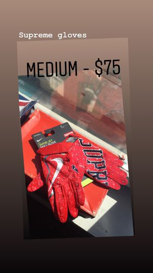 Supreme gloves size medium for Sale in Brooklyn, NY