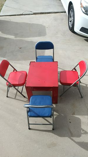 Kids table and folding chairs for Sale in Hesperia, CA