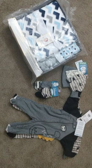New born baby clothing with blanket set (FREE) for Sale in Imperial Beach, CA