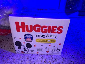 Huggies pampers size 5 (66 pampers) for Sale in Hialeah, FL