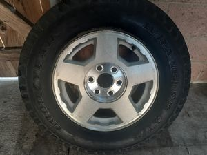 silverado/gmc rim and tire for Sale in Los Angeles, CA