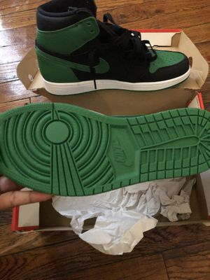 8 1/2 green& black Jordan 1s for Sale in Cleveland, OH